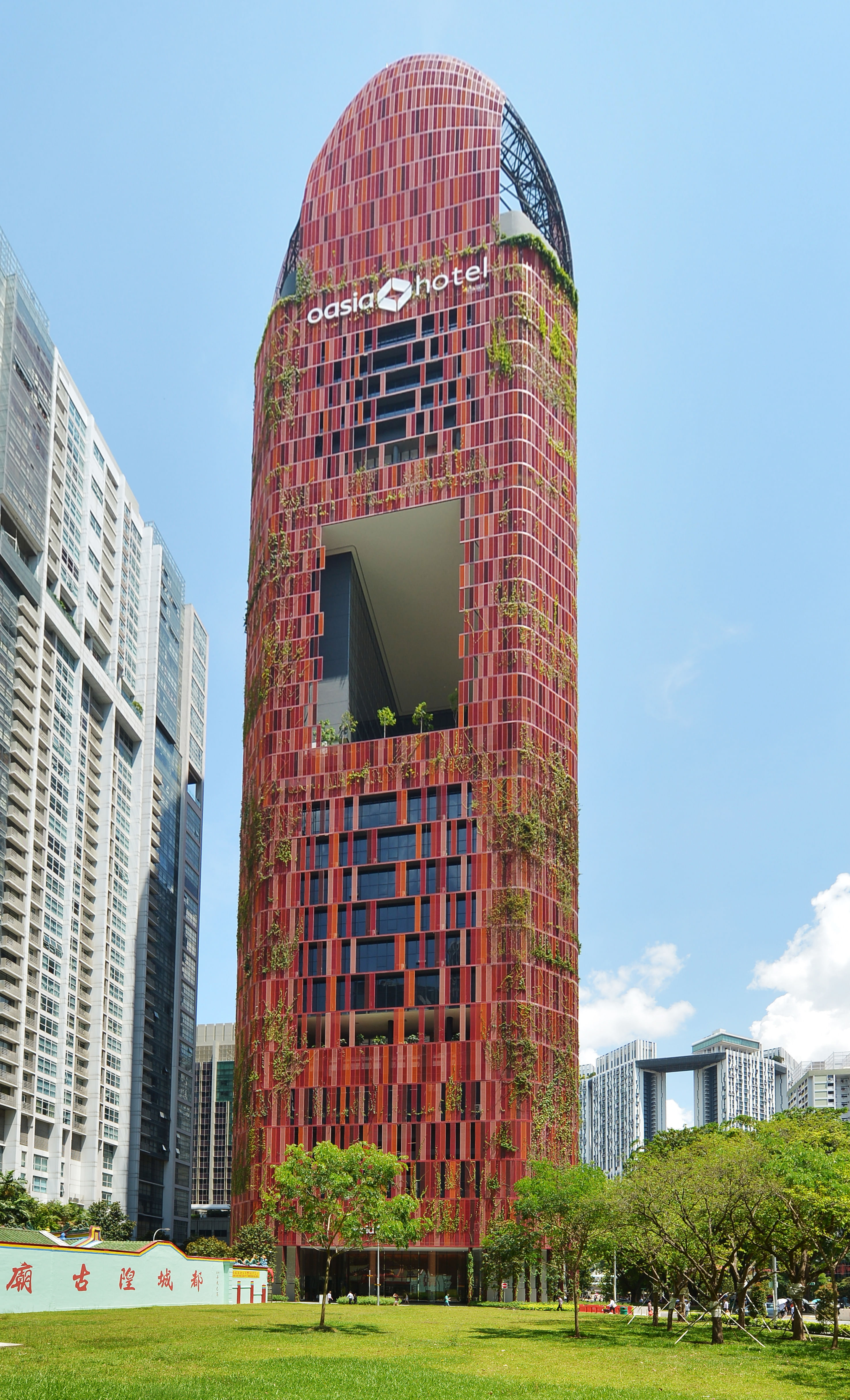 Chain hotels go big on design home design news top for Design hotel singapore