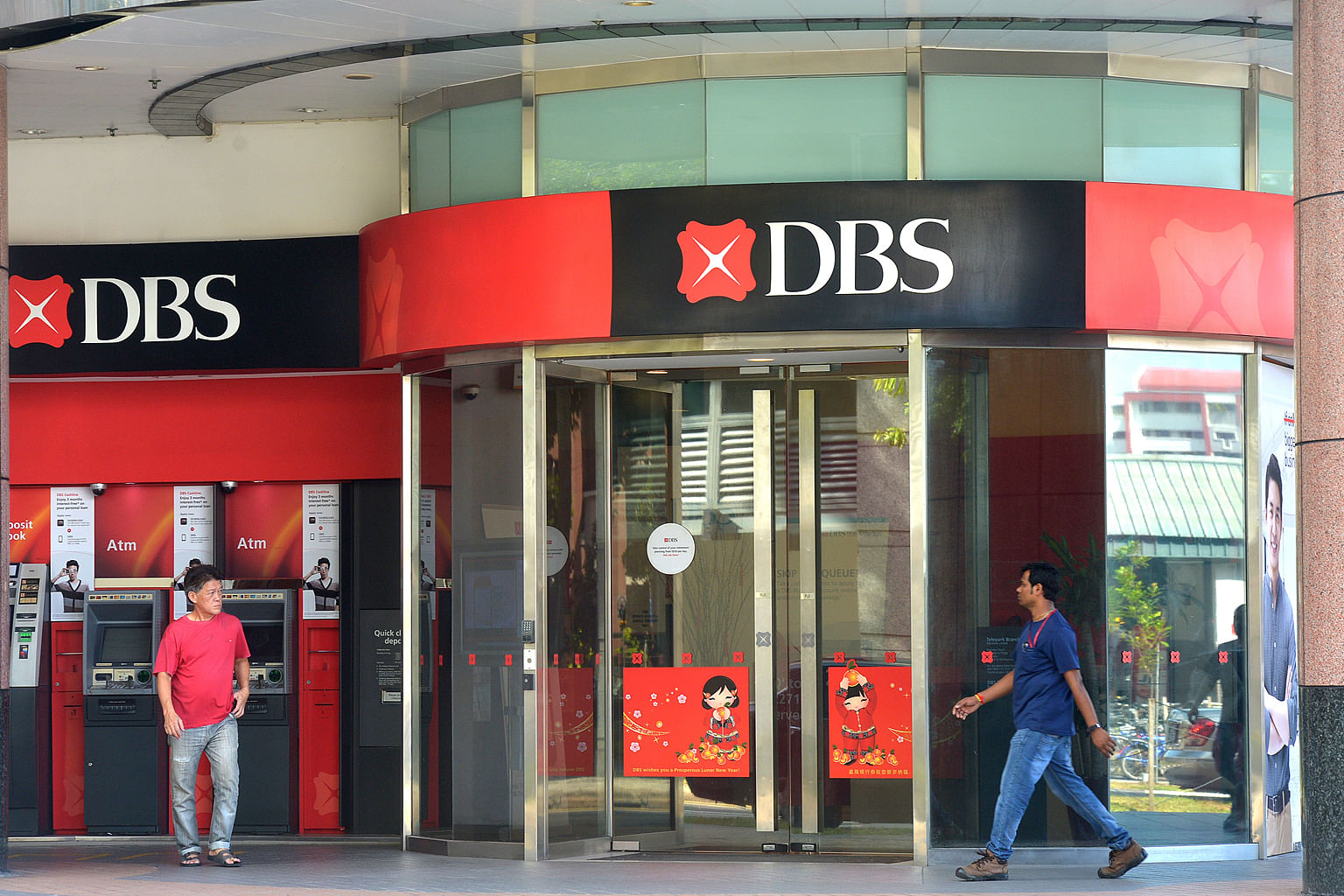 Fund managers are falling in love with local bank shares again, fuelling a run-up in DBS, OCBC and UOB. Topping the buy list was DBS, which attracted a net $619.4 million in purchases last month.