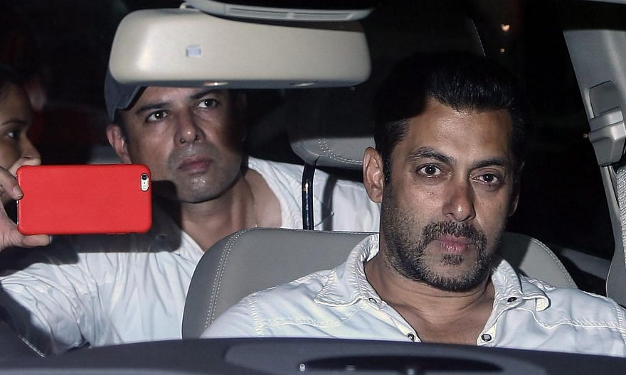 Indian actor Salman Khan leaves the court after getting two days interim bail from the Bombay High Court, in Mumbai, India, May 6, 2015. -- PHOTO: EPA