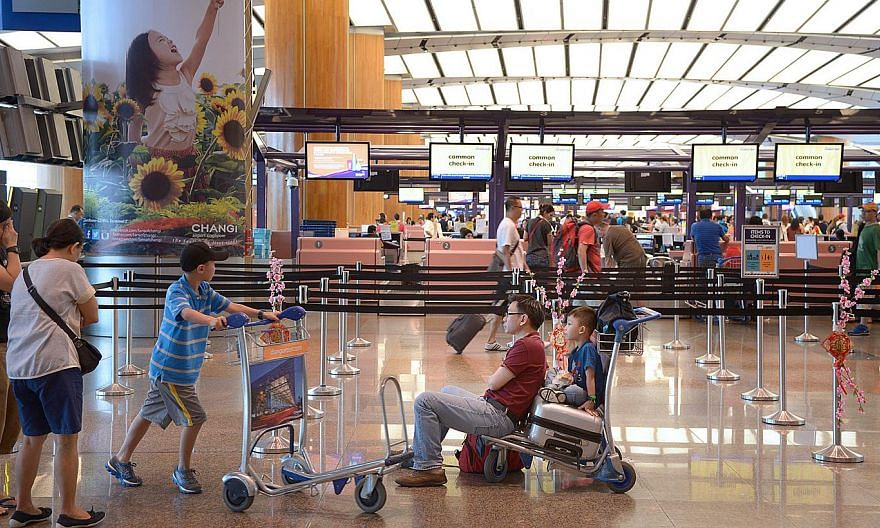 Changi Airport's biggest ground-handling firm, Sats, reported on Thursday a 21 per cent jump in net profit to $51.6 million, for the three months to March 31, 2015. -- ST PHOTO: LIM SIN THAI