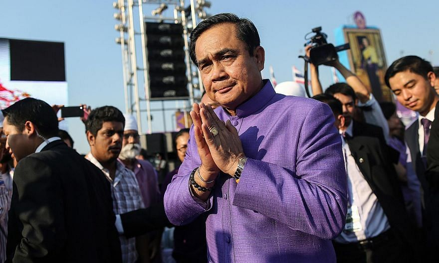 The Thai Cabinet agreed on Tuesday that a referendum should be held on the new Constitution and the military's blueprint for restoring democracy, Prime Minister Prayuth Chan-ocha said, a move likely to delay any return to democratic rule. -- PHOTO:BL