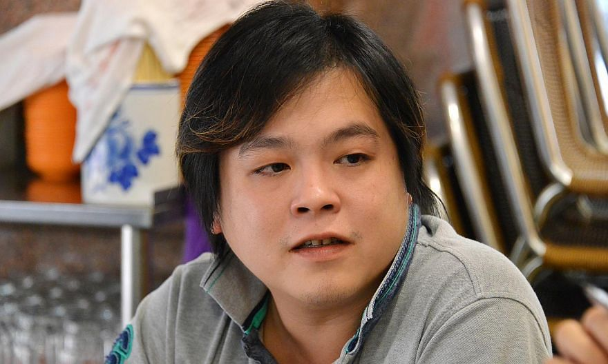 Jover Chew, the owner of Mobile Air who has been arrested for a series of cheating cases at Sim Lim Square, had been assisting police with investigations for months, reports said on Thursday. -- PHOTO:THE NEW PAPER FILE