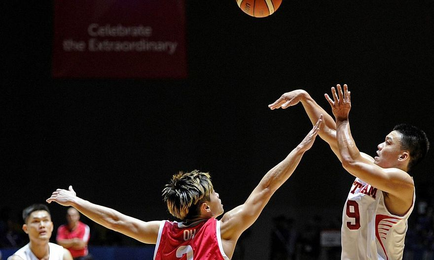 Singapore's men's basketball team will be without captain Desmond Oh (left) and forward Lim Shengyu in their bronze medal match against Thailand on Monday (June 15) nights. -- PHOTO: SINGAPORE SEA GAMES ORGANISING COMMITTEE/ACTION IMAGES VIA REUTERS