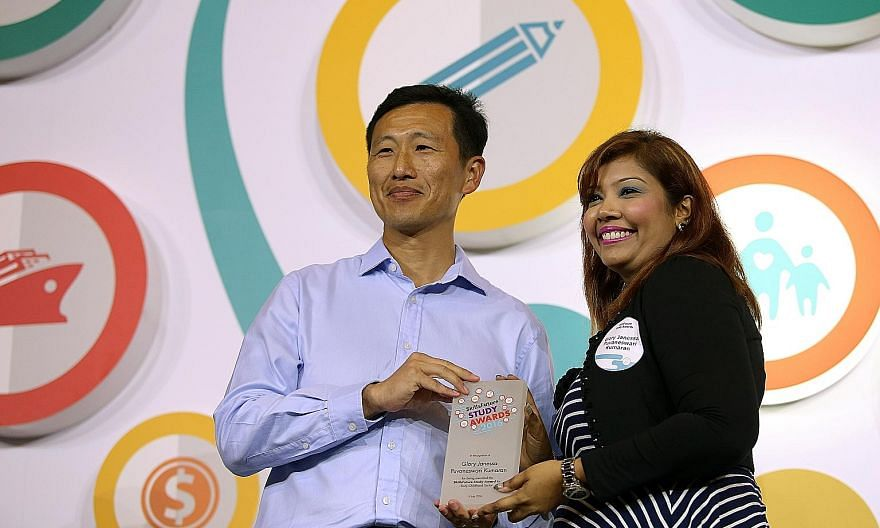 Mr Ong presenting the study award to Ms Janessa, a pre-school teacher who aims to be a principal in three years.