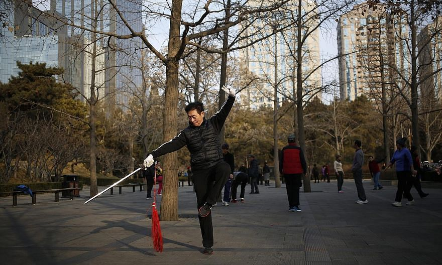 People came out in droves to enjoy clean air and clear skies in Beijing after the end of an orange alert for heavy air pollution. Air pollution has been a recurrent problem, especially in winter when coal-fired heating boilers rev up and the wind dro