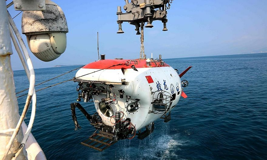 Manned submersible Jiaolong returning to mother ship Xiangyanghong 09 after staying underwater for 18 minutes in Saturday's drill in Sanya, completing tasks including underwater training for its crew. The drill was necessary for testing equipment and
