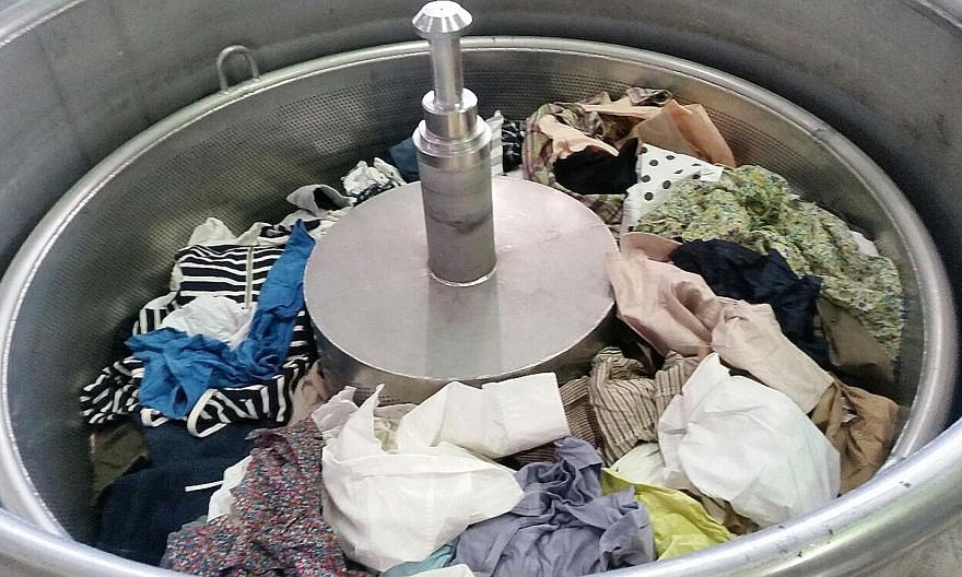 A tank used to extract ethanol from cotton clothes. Jeplan processes products for recycling as well as develops new products.
