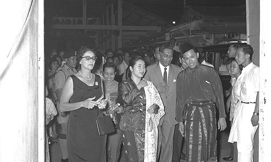 The newly installed Yang di-Pertuan Negara Yusof Ishak and his wife Noor Aishah attending their very first official function, Aneka Ragam Surat-Surat Khabar, a newspaper variety show, at the Happy World Stadium on Dec 3, 1959. The event was part of a