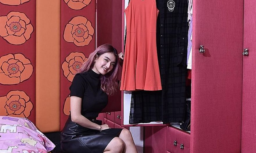Hong Ling has a simple and classic style and likes black.