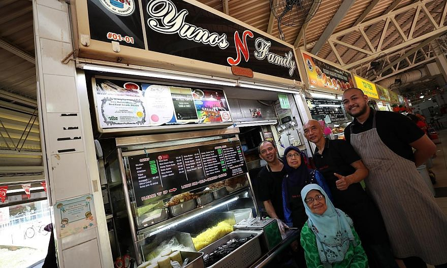 Hawker-entrepreneur Jason Chua Mr Ong Ah Chai, 77, and his wife Madam Lee Bay Lee, 73, at his former food stall, Yuan Chun Famous Lor Mee stall in Amoy Street Food Centre. (From left) Siblings Norazman Yunos, 53, Normah Yunos, 62, Ezzat Yunos, 55, an