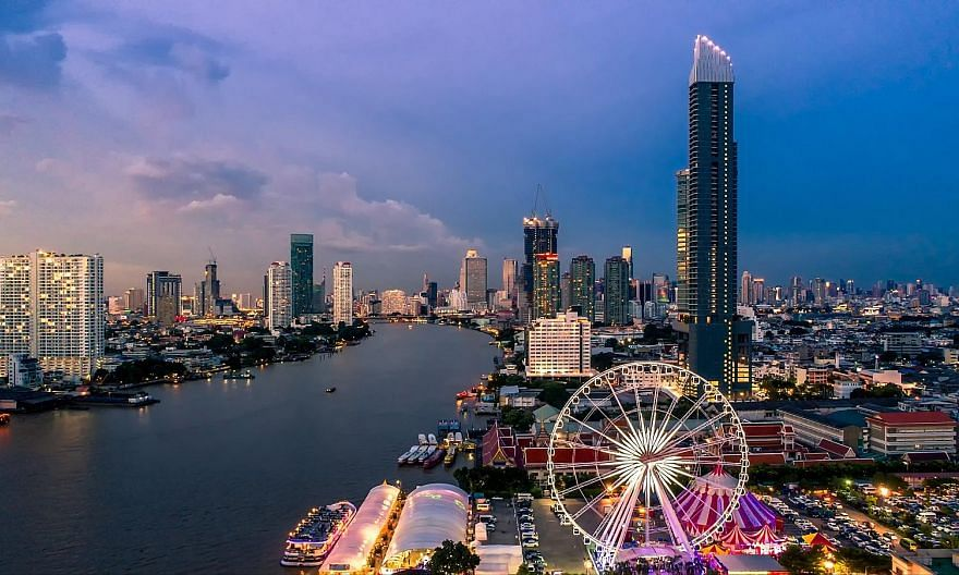 Mr Henry Sugiarto moved to Bangkok, Thailand, in September last year with his wife, Ms Meilissa Herawati Susanto. Take a ride on the Ferris wheel in Bangkok and soak up the scenic waterfront view.