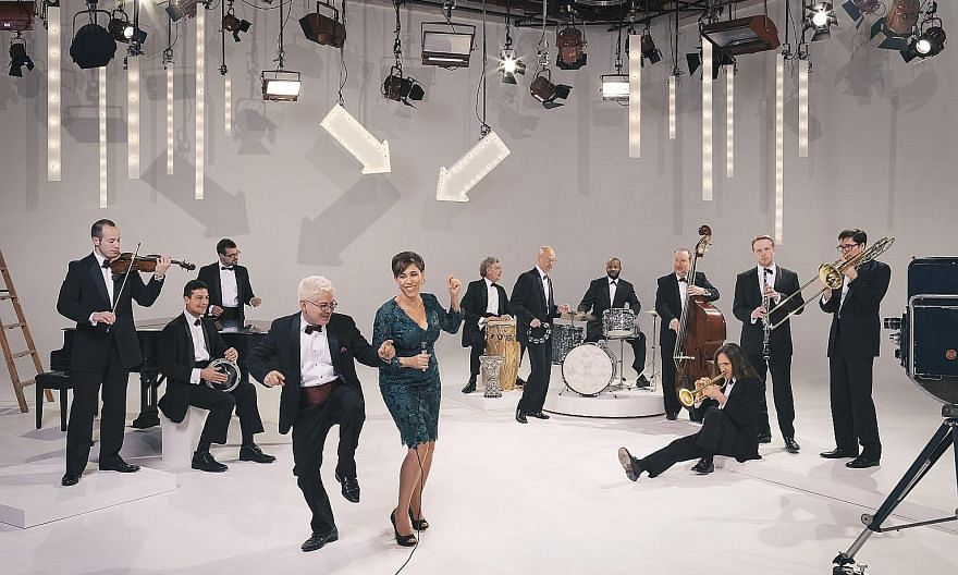 China Forbes, lead singer of American big band Pink Martini, has been known to learn the song Amado Mio in Hungarian, Thai and Russian and perform it on the spot.