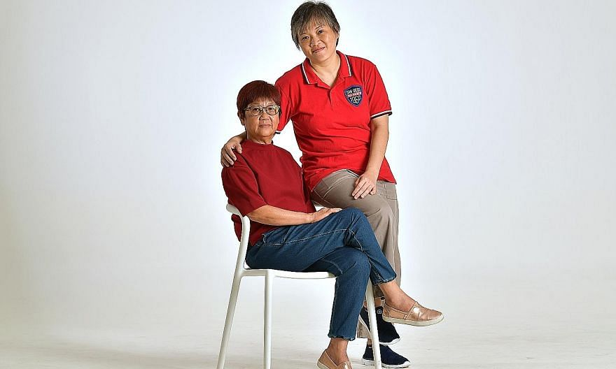 Best Supporting Actress winner Tan Beng Tian (left) with Madam Tan Hoon Siang, the Sungei Road hawker her character is based on.