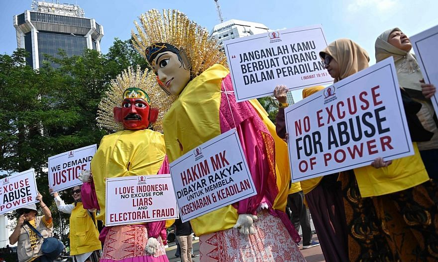 Protesters rallying near the Constitutional Court in Jakarta on Tuesday, the first day of hearing into claims by defeated presidential candidate Prabowo Subianto of vote-rigging.