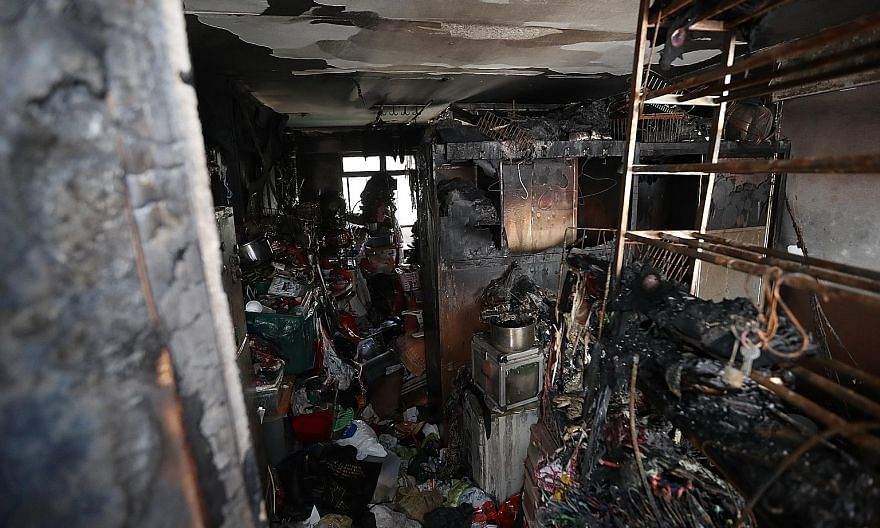 The fire began at about 4am in the rental flat on the 13th floor of Block 210A Bukit Batok Street 21. PHOTO: LIANHE ZAOBAO