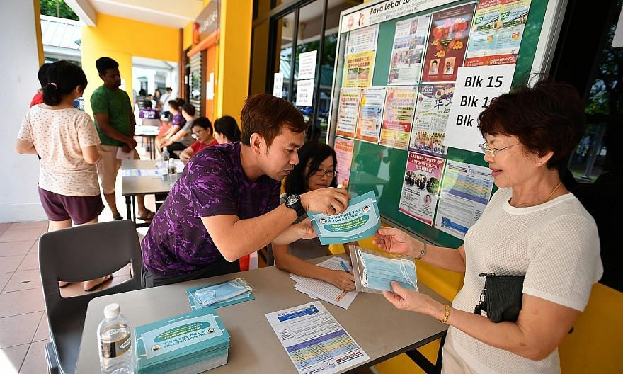 People at a Residents' Committee centre collecting packs of face masks for their households last Saturday. The general public does not need to wear a mask when there is no local transmission, but in the case of local transmission, we may well need to