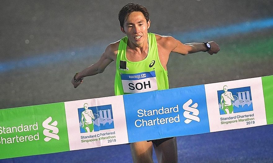 Soh Rui Yong winning the Singapore elite event at last year's Standard Chartered Singapore Marathon. This year's SCSM is scheduled for December 5-6. ST FILE PHOTO
