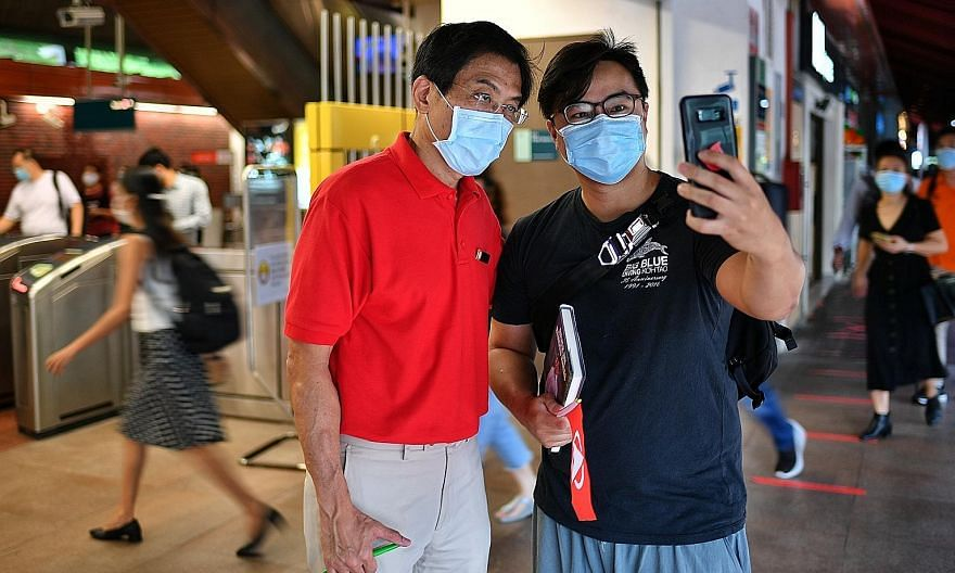 A Singapore Democratic Party supporter taking a wefie yesterday with party chief Chee Soon Juan, who is standing in Bukit Batok SMC, at Bukit Batok MRT station, where the party's candidates met to kick off their drive through all five constituencies