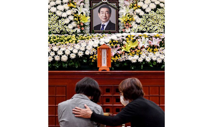 Mourners before a memorial altar for Seoul Mayor Park Won-soon at the Seoul National University Hospital in the South Korean capital. Mr Park, whose body was found early yesterday, had left a handwritten goodbye note.