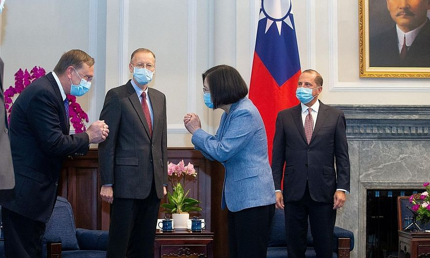 Taiwanese President Tsai Ing-wen meeting the US delegation led by Secretary of Health and Human Services Alex Azar (right) at the Presidential Office in Taipei yesterday.