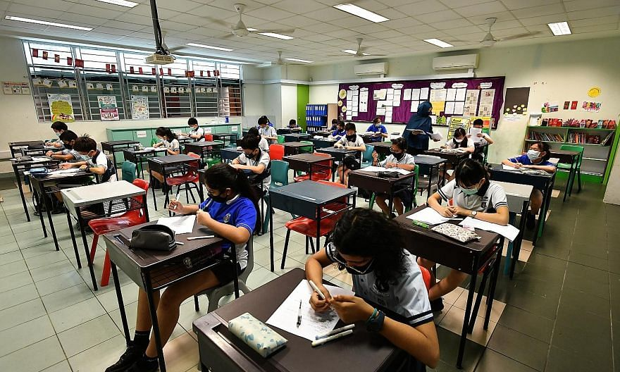 Pupils in a class that practises safe management measures at Jing Shan Primary School on May 27. Safe management measures will continue to be implemented in schools and examination venues during the national examinations. ST PHOTO: LIM YAOHUI