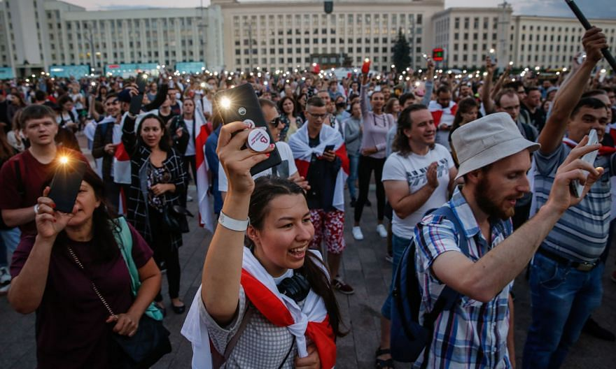 Belarusians protesting against the results of the Aug 9 presidential election, in the capital Minsk, on Monday. Both President Alexander Lukashenko and opposition candidate Svetlana Tikhanovskaya claim decisive victories in the polls, whose results a