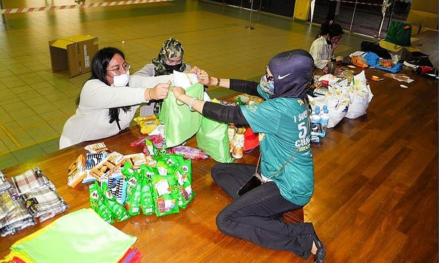 Sembawang Central Malay Activities Executive Committee members were among groups and individuals who helped put together care packs for migrant workers.