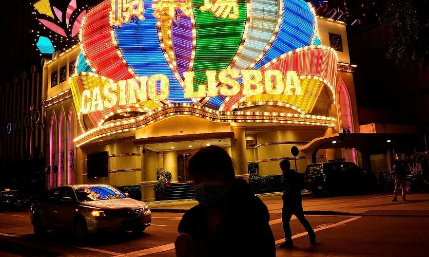 While gambling is illegal on the Chinese mainland, it is allowed in casinos in Macau. But fears that Beijing could broaden a crackdown on offshore gambling have sparked a rush to withdraw billions of dollars from casino junkets. PHOTO: REUTERS