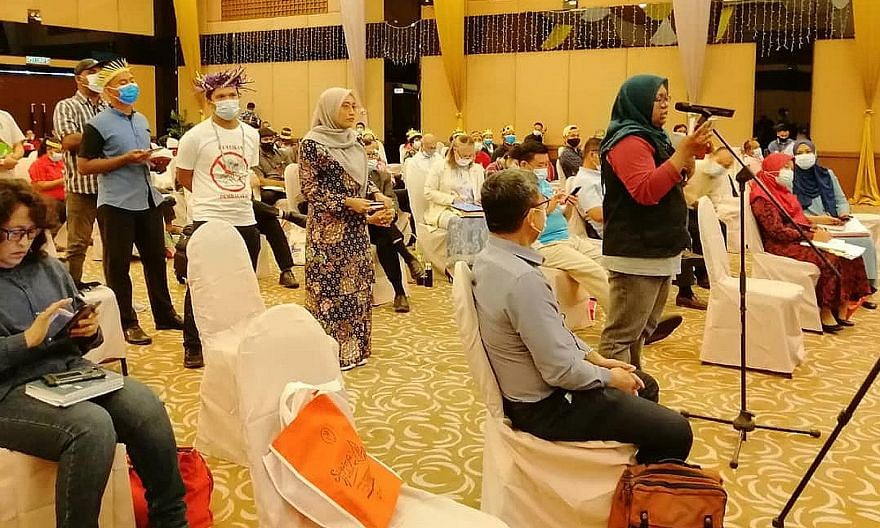 People attending Tuesday's town hall in Pulau Carey, Selangor, to voice their objections to the state government's plans. Some 100 Orang Asli and environmentalists were there, along with several Selangor lawmakers. ST PHOTO: HAZLIN HASSAN