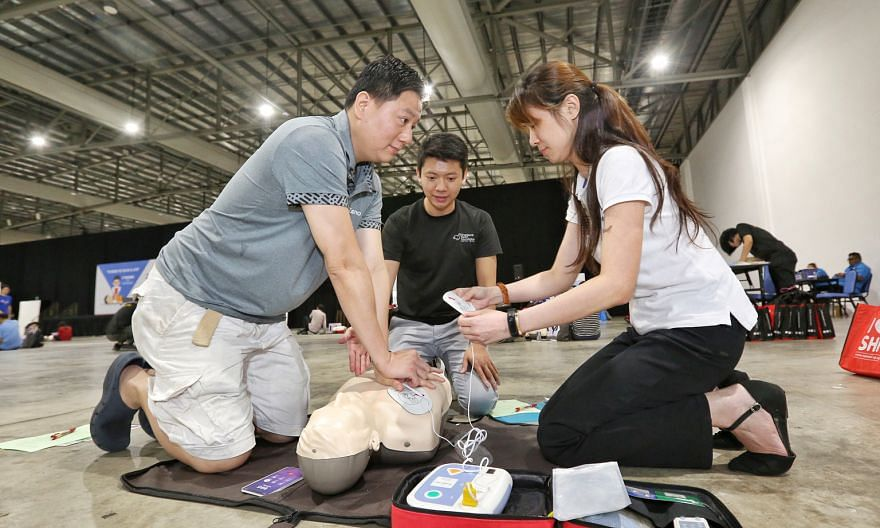 """With time being the enemy, the best chance a cardiac arrest victim has to survive is if someone who has witnessed the event - a """"bystander"""" - starts cardiopulmonary resuscitation and uses an automated external defibrillator, says the writer. PHOTO: L"""