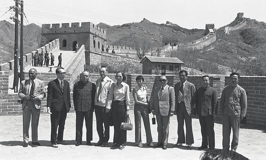 In 1976, Singapore's then Prime Minister Lee Kuan Yew made his first trip to China. On a visit to the Great Wall of China, Mr Lee was accompanied by his wife Kwa Geok Choo, their daughter Lee Wei Ling, and members of the Singapore delegation, includi