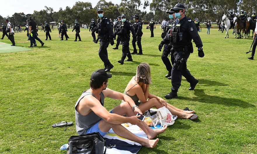 Police officers sweeping through a park in Melbourne to break up an anti-lockdown protest on Sept 19, as Victoria state battled a second wave of the coronavirus. The Australian government faces the enormous difficulty of planning ahead in the midst o