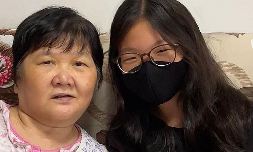 Student Sophia Chiam (right) started a crowdfunding campaign for Madam Ang Liu Kiow. PHOTO: DR LISA CHEN