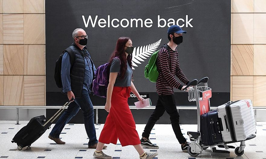 Passengers from New Zealand at Sydney Airport in New South Wales state on Oct 16, the day that Australia's travel bubble with New Zealand came into effect. The arrangement proved controversial after some passengers flew on to states outside the bubbl