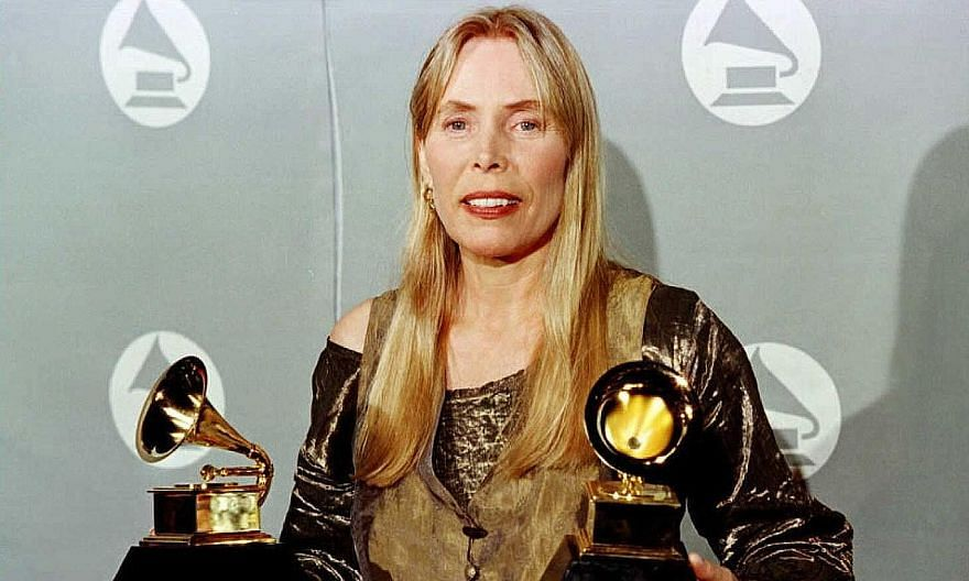 Joni Mitchell at the 38th Annual Grammy Awards in Los Angeles in February 1996.