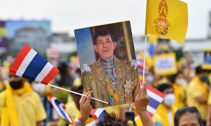 A royalist with a portrait of King Maha Vajiralongkorn during a rally in Bangkok on Wednesday. A German parliamentary source says the government believes that the Thai King is permitted to make occasional decisions while living in Germany. PHOTO: AGE