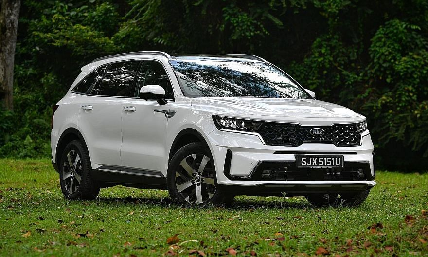 Suitable for families, the seven-seater Kia Sorento is 4,810mm long and 1,900mm wide, and bigger than its already sizeable predecessor. The Kia Sorento has an edgier, sportier silhouette. It is also well-equipped, with adaptive cruise control and lan