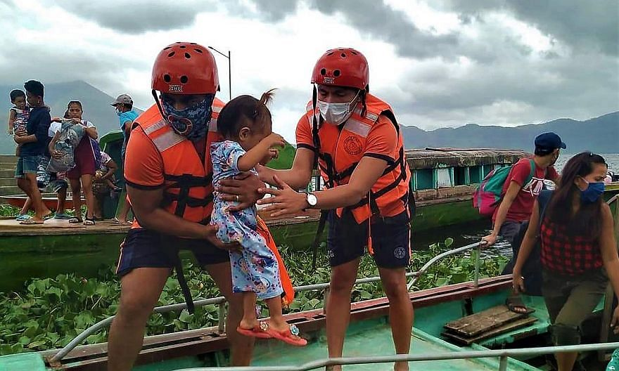 Philippine Coast Guard personnel evacuating residents yesterday from the coastal villages of Buhi town, Camarines Sur province, ahead of Typhoon Goni's landfall. PHOTO: AGENCE FRANCE-PRESSE