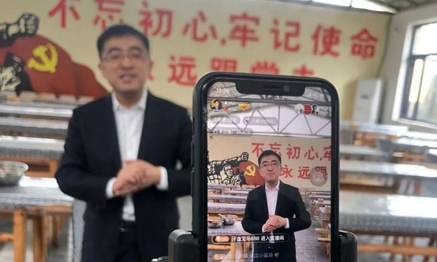 Entrepreneur Xu Zewei during his live stream broadcast earlier this year. He had taken to the platform Kuaishou to help farmers from a township on the outskirts of Beijing sell their produce.