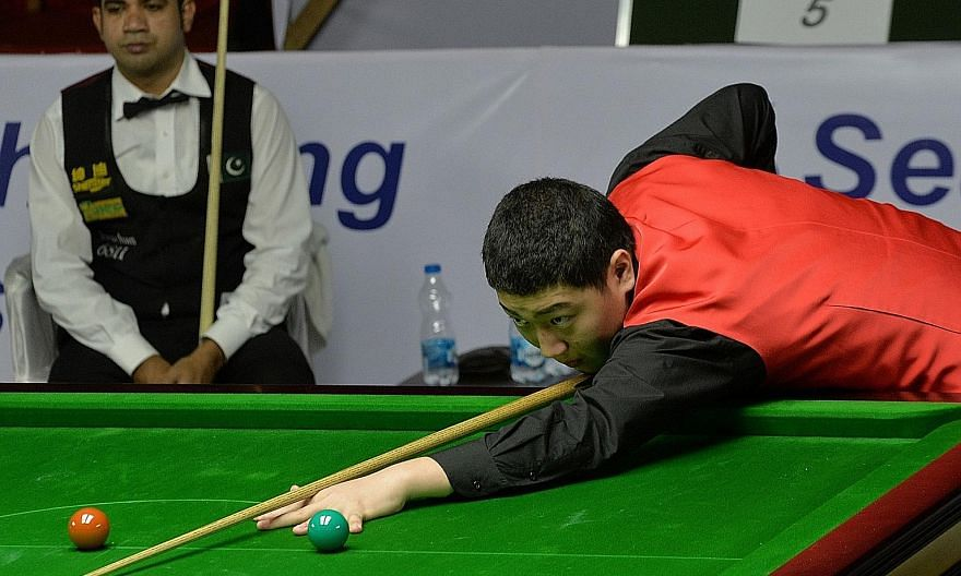 China's Yan Bingtao competing as a 14-year-old at the World Snooker Championship in 2014. A year earlier, his mother was diagnosed with rectal cancer.