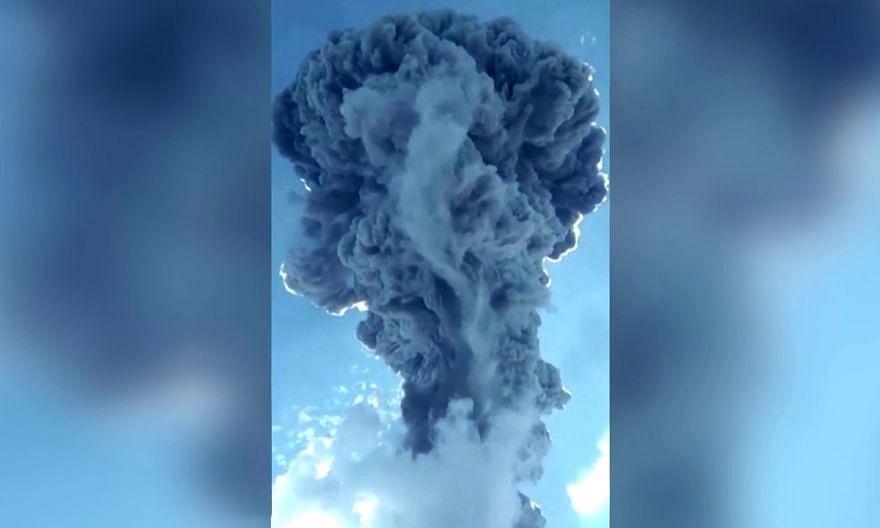 Thousands flee erupting Indonesian volcano