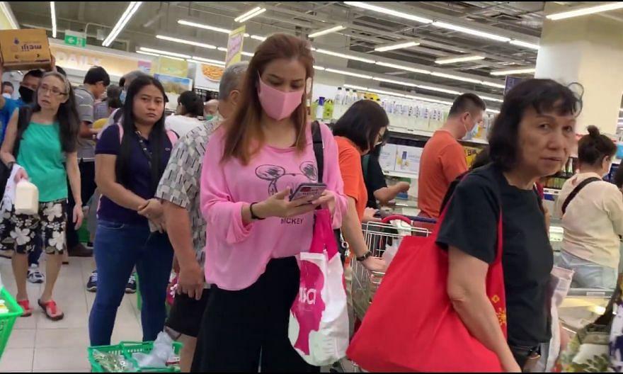 Long queues at Fairprice supermarket at Toa Payoh HDB Hub on April 3