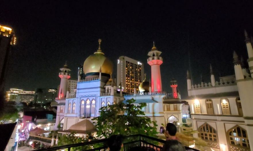 Light projection show on facade of Sultan Mosque