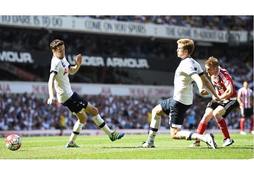 Steven Davis scores the second goal for Southampton during their match against Tottenham Hotspur on May 8, 2016.