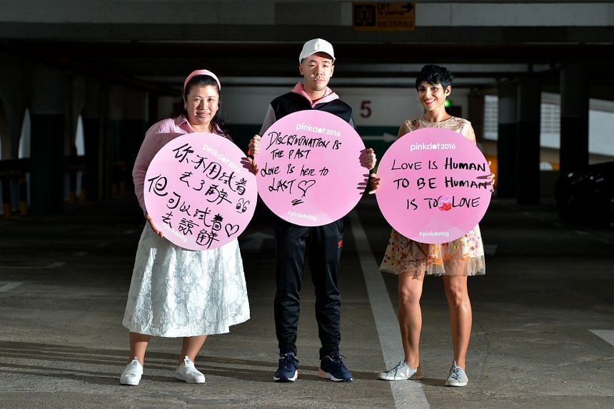 For this year's Pink Dot, organisers will give out 5,000 placards for Singaporean and PR attendees to pen messages in.