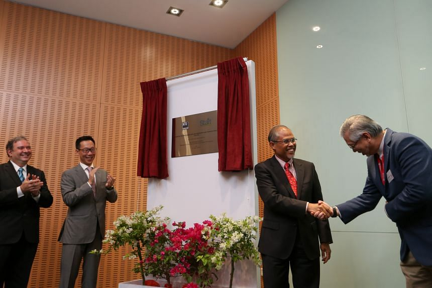 Mr Masagos Zulkifli (second from right), Minister for the Environment and Water Resources, officially launches the Start Centre, on June 2, 2016.