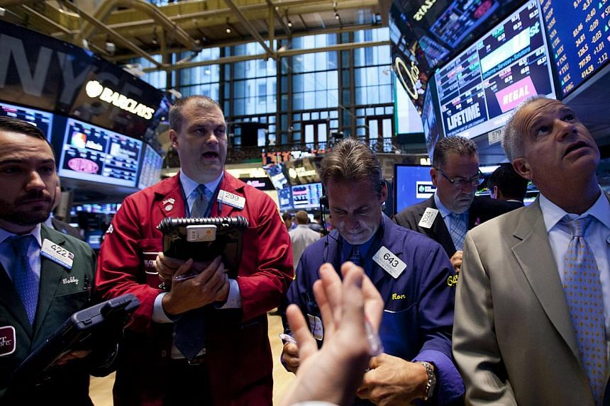 Traders work on the floor of the New York Stock Exchange (NYSE) in New York, US, on Tuesday, July 2, 2013. US stocks on Tuesday closed solidly higher for the fourth straight day as investors ignored the the International Monetary Fund's lowered growt