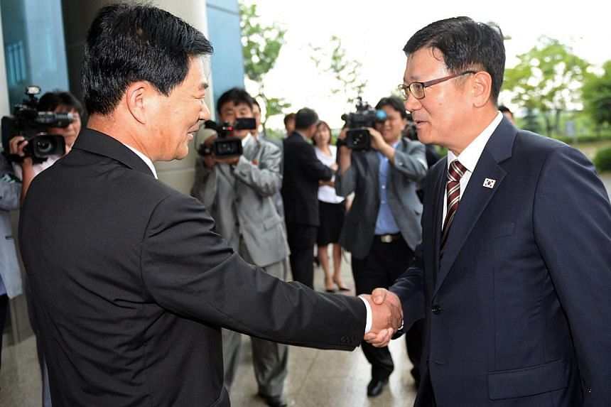 South Korea's working-level chief delegate Suh Ho (right) shakes hands with his North Korean counterpart Park Chul-su (left) during talks at the Kaesong industrial complex in North Korea on July 10, 2013. North and South Korea started talks on Wednes