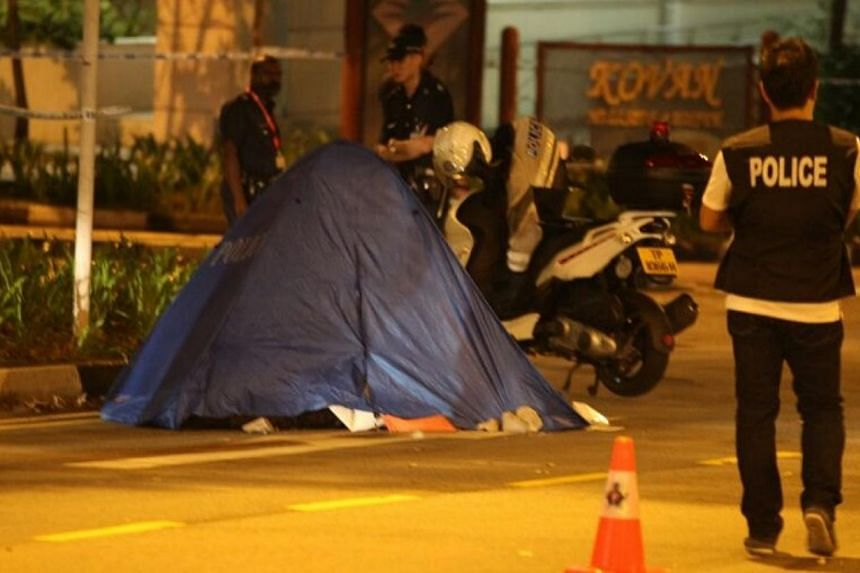 Police stand beside a tent covering a body found outside Kovan MRT. The police have classified the case of the two bodies found within 1 km of each other at Kovan as suspected murder. -- ST PHOTO: CHEW SENG KIM