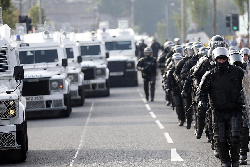 Riot police patrol the Ardoyne area of north Belfast, Northern Ireland, on Friday, July 12, 2013. -- PHOTO: AP